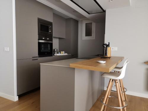 A kitchen or kitchenette at Apt Moderno céntrico y soleado