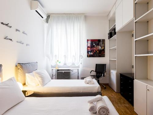 A bed or beds in a room at easyhomes - Corso Vercelli