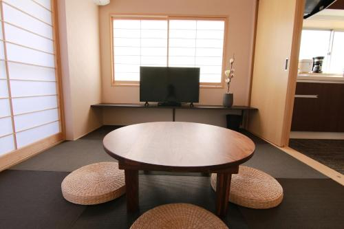 A television and/or entertainment centre at Sakura Stay Yoga 201