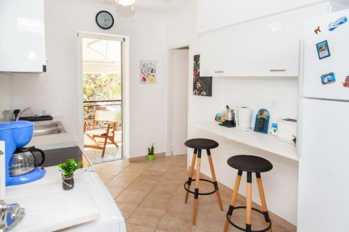 A kitchen or kitchenette at Spacious & Luminous 2nd Floor Apt. 5mins To The Beach