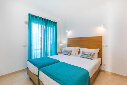 A bed or beds in a room at Hello Villas