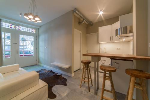 A kitchen or kitchenette at Cosy apartment in historic city centre
