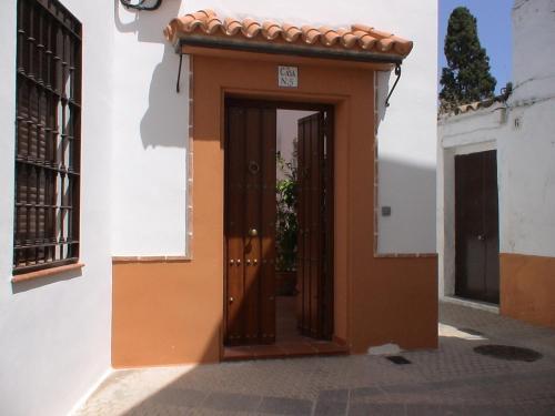 Fachada o entrada de Apartamentos Cordobán