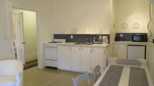 A kitchen or kitchenette at Vita Huset Extended Stay