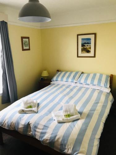 A bed or beds in a room at The Three Tees