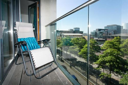 A balcony or terrace at Pilot Street apartment at City Quays
