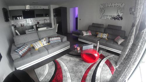 A seating area at Bel appartement T2 près du lac avc un parking privé