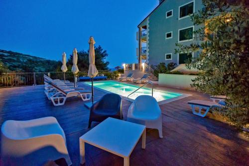 The swimming pool at or close to Apartments Maslina