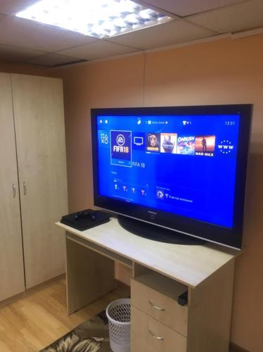A television and/or entertainment center at Butlerov Hostel