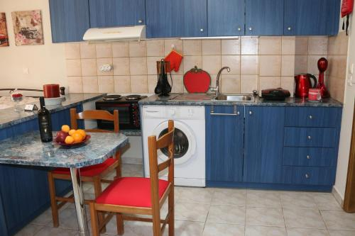 A kitchen or kitchenette at Colourful apartments (Red passion)
