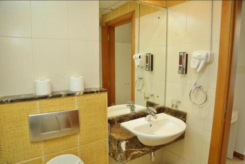 A bathroom at Marina apartment