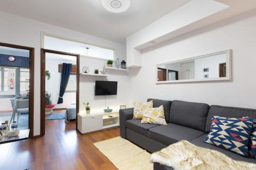 A seating area at 2 Comfy Bright Flats with Netflix