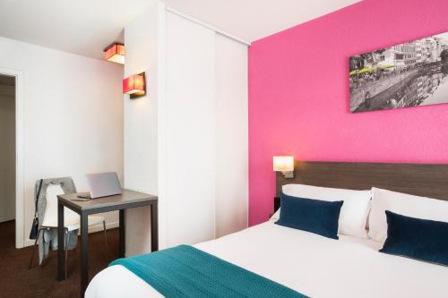 Кровать или кровати в номере Aparthotel Adagio Access Strasbourg Petite France