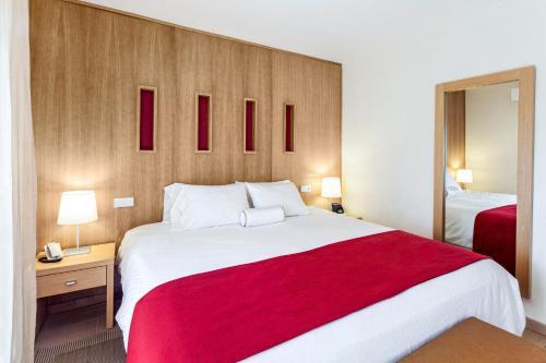 Een bed of bedden in een kamer bij Ona Garden Lago