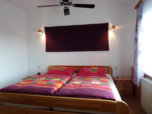Ein Bett oder Betten in einem Zimmer der Unterkunft Fewo an der Teufelskanzel