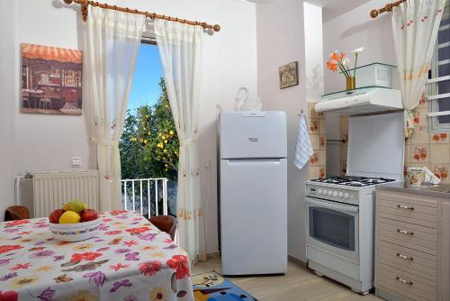 A kitchen or kitchenette at Anna Apartments Kanoni