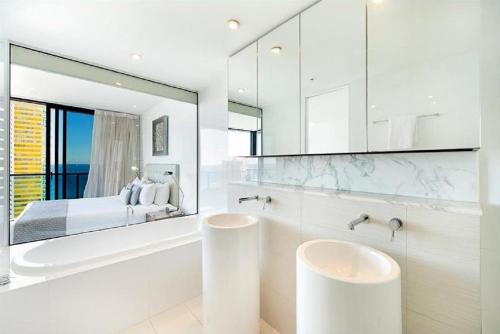 A bathroom at Oracle Resort Broadbeach - GCLR