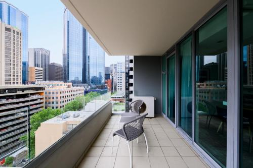 A balcony or terrace at Adina Apartment Hotel Melbourne Northbank