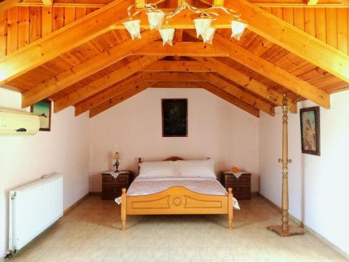A bed or beds in a room at Marina's Home