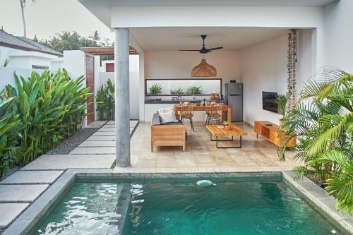 The swimming pool at or close to Kumbara Villas