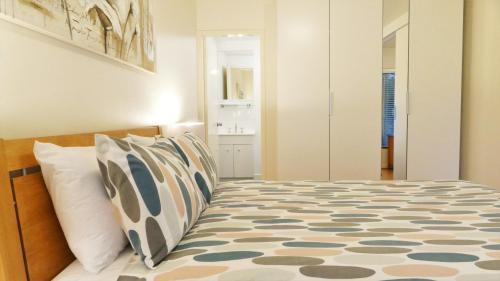 A bed or beds in a room at Dowler Apartments Subiaco