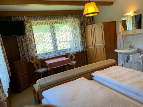Ein Bett oder Betten in einem Zimmer der Unterkunft Zimmer & Appartement Haus Bärbl