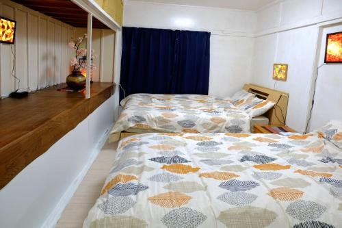 A bed or beds in a room at The harbor Seafood&Hakone JRsta 2min#Wifi&Max6