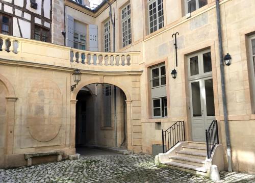 Fasada lub wejście do obiektu Grand Amiral