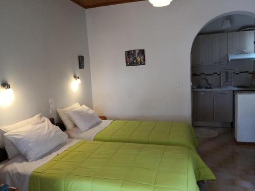 A bed or beds in a room at Ipsia Apartments