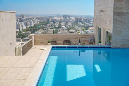 The swimming pool at or near Luxury Pool Penthouse by Airsuite