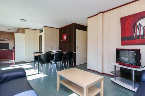 A seating area at HH van Craenwick Appartement