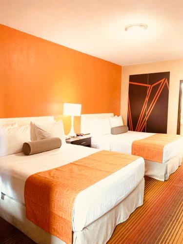 A bed or beds in a room at Howard Johnson by Wyndham North Bergen