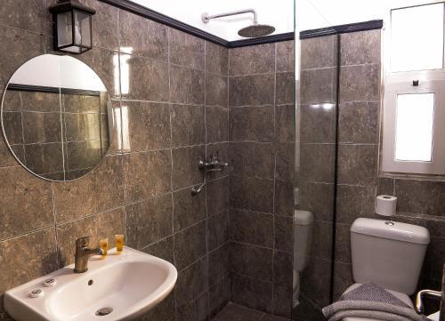 A bathroom at Lefka Hotel & Apartments