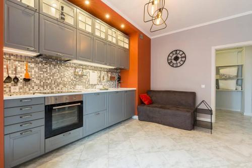 Кухня или мини-кухня в Apartment on Medikov
