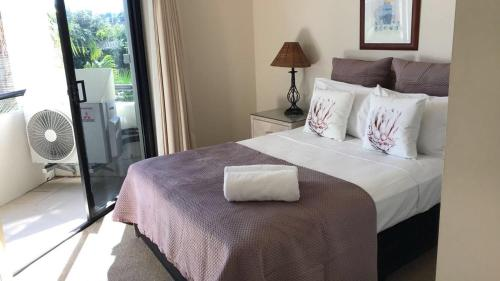 A bed or beds in a room at Spinnaker Quays