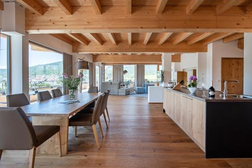 A restaurant or other place to eat at GOTTHARD - FINE LIVING APARTMENTS