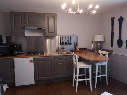 Cuisine ou kitchenette dans l'établissement Gîte Maison des Vignerons