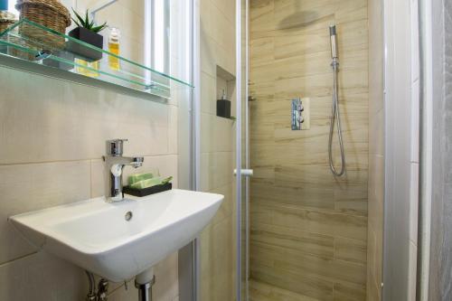 A bathroom at Smart Apartments Liverpool