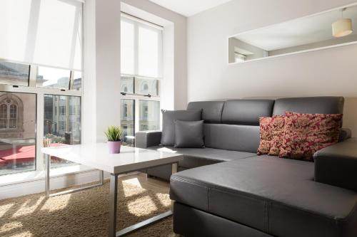A seating area at Jervis Apartments Dublin City