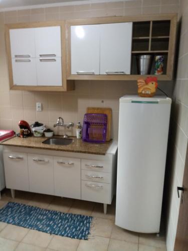 A kitchen or kitchenette at Apartamento mobiliado Higienópolis
