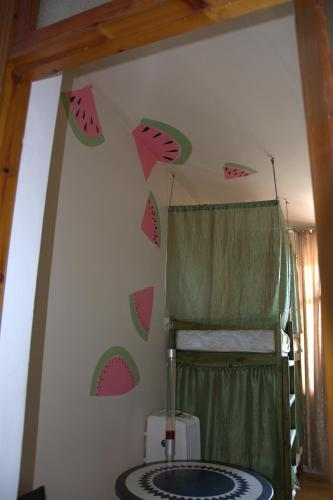 A bunk bed or bunk beds in a room at Hostel V Okrug Sveta (Center)