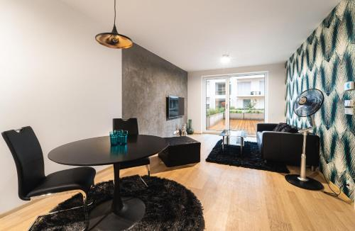 A seating area at In Apartments