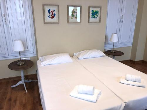 A bed or beds in a room at Life Apartments San Vicente