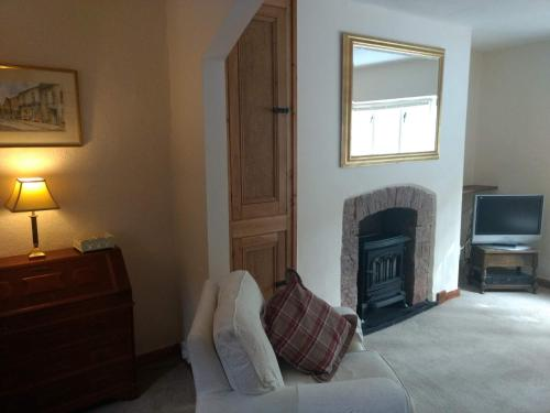 A bed or beds in a room at Chorister Cottage Dunster