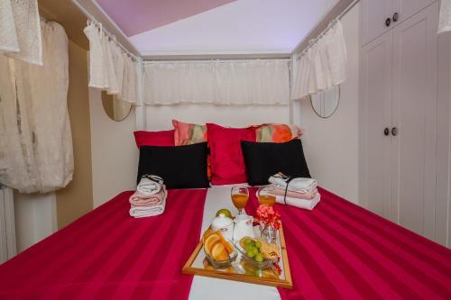 A bed or beds in a room at Villa Danijela