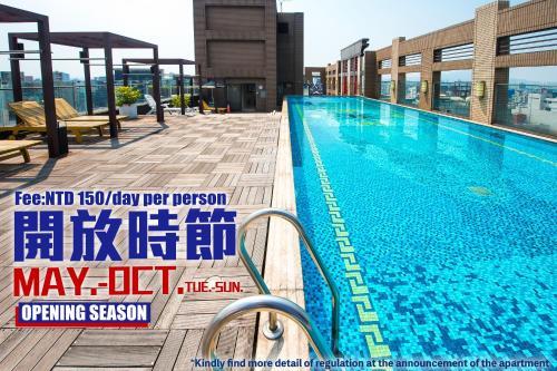 สระว่ายน้ำที่อยู่ใกล้ ๆ หรือใน CK Serviced Residence