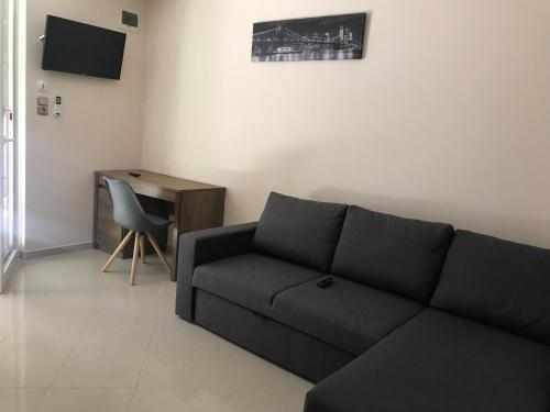 A seating area at Happy Sun Medencés Apartman