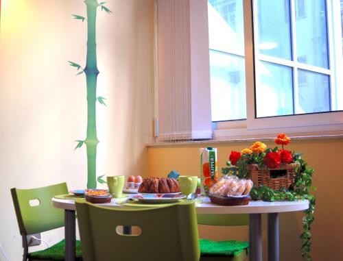 A restaurant or other place to eat at Latt e Liett