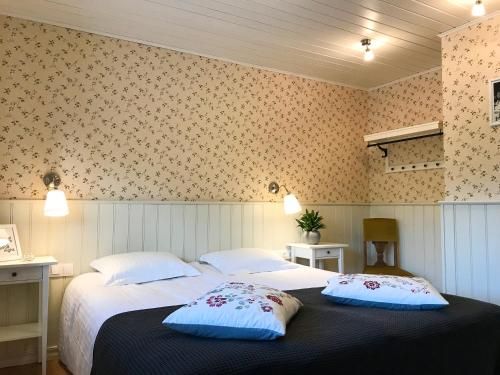 A bed or beds in a room at Läätsa Holiday Homes