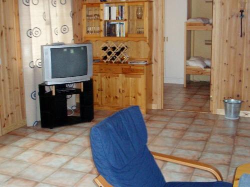 En tv och/eller ett underhållningssystem på Two-Bedroom Holiday home in Söderbärke